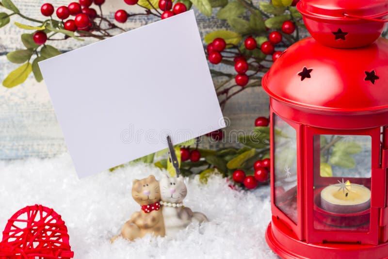 Invitation d'an neuf Arbre rouge de chandelier et de Noël de brin Le thème de la nouvelle année et du Noël photographie stock