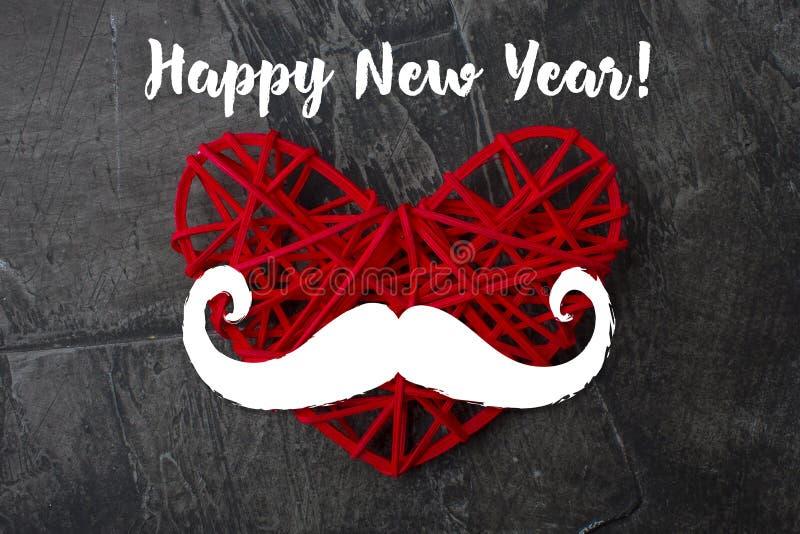 Invitation d'an neuf Coeur rouge avec une moustache photos libres de droits