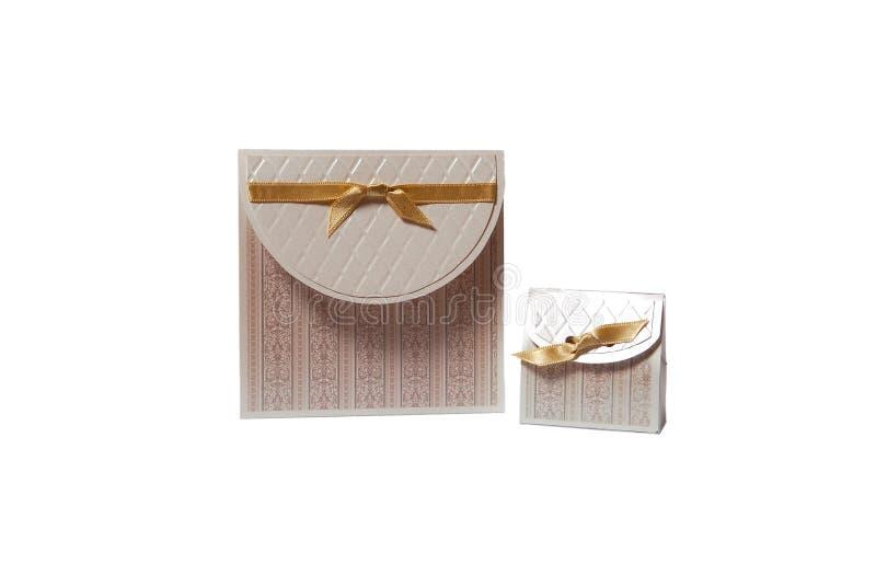 Invito di cerimonia nuziale e contenitore di regalo fotografie stock