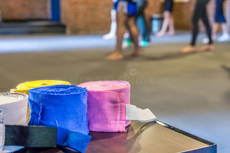 Involucri della mano per gli sport di combattimento o di inscatolamento immagine stock