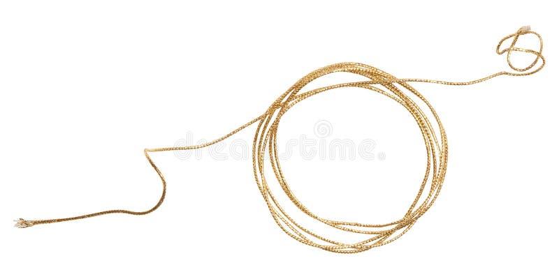 Involucro dorato della corda isolato su bianco fotografie stock libere da diritti