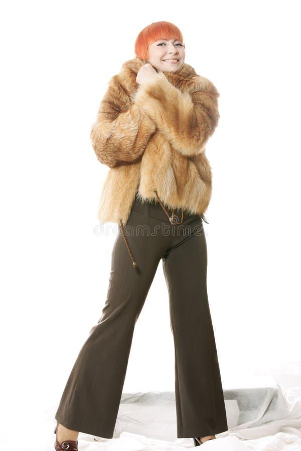 Download Involucro Lei Stessa Della Donna In Cappotto Fotografia Stock - Immagine di bello, sorridere: 7300116