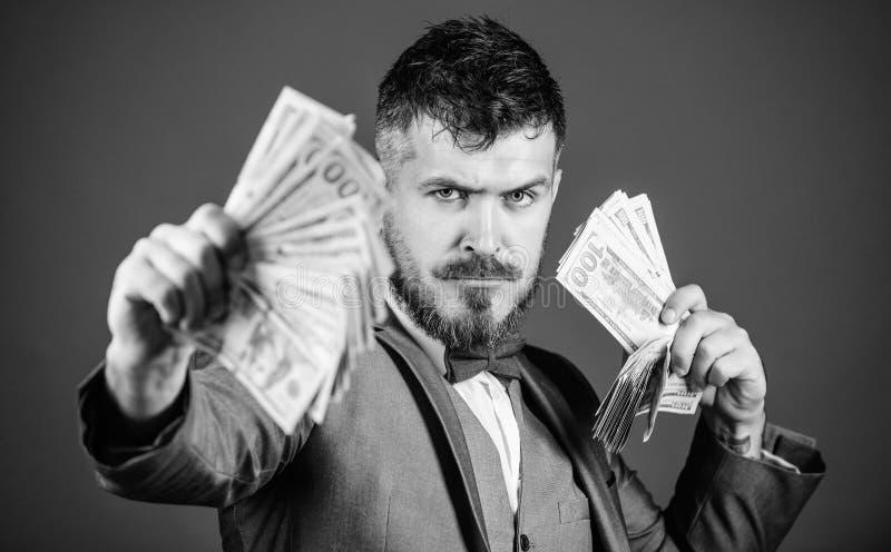 Inwestor lub przedsi?biorca Biznesowego rozpocz?cia po?yczka Bogaty biznesmen z dolar?w ameryka?skich banknotami Waluta makler z obraz stock