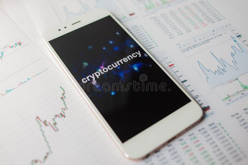 Inwestycja w cryptocurrencies, pojęcie Statystyki i raporty, analiza cryptocurrency rynek zdjęcia stock
