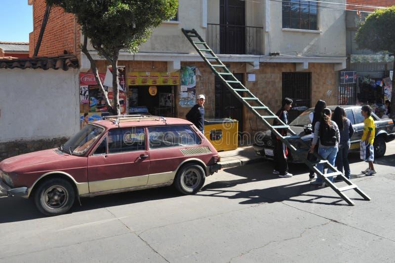 Inwoners op de straat van Sucre stock afbeelding