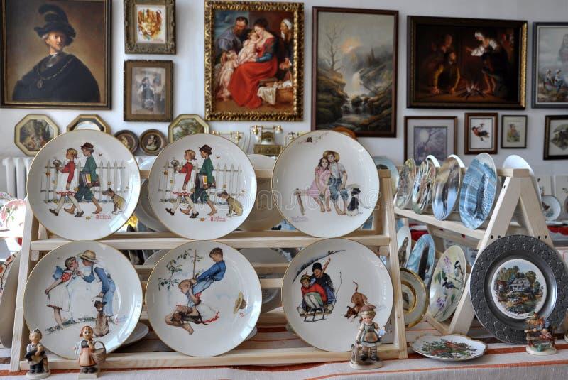 Inzameling van antieke decoratieve ceramische platen royalty-vrije stock foto