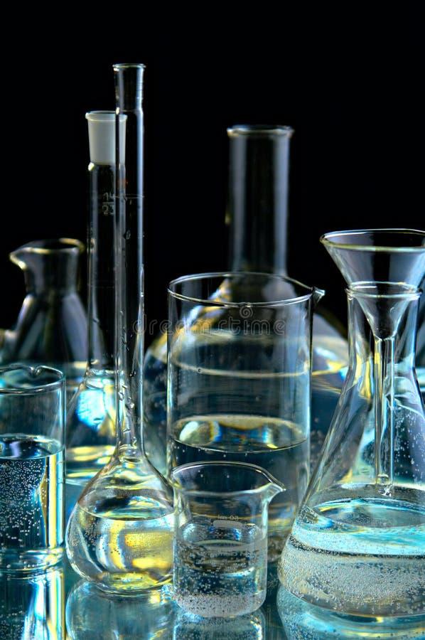 Inzameling van de chemische flessen stock foto
