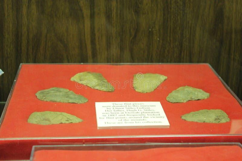 Inzameling van Flint Stones in Etowah-Hoopmuseum dat wordt tentoongesteld stock foto