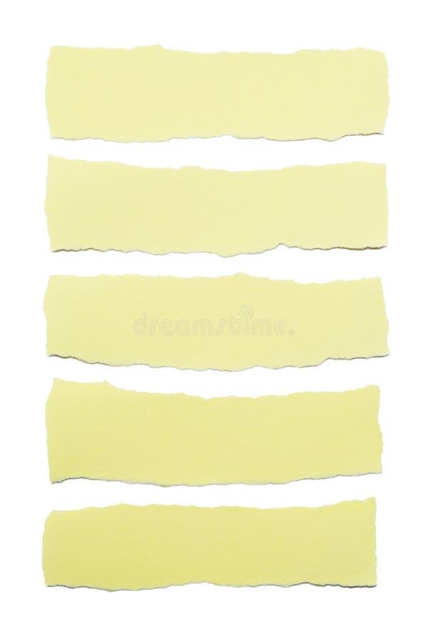 Inzameling van gele document strepen met gescheurde die randen op witte achtergrond worden geïsoleerd stock afbeelding