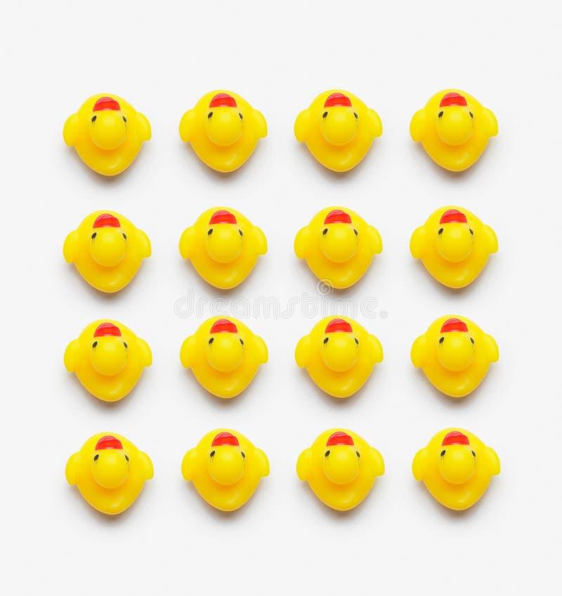 Inzameling van gele rubbereenden stock afbeelding