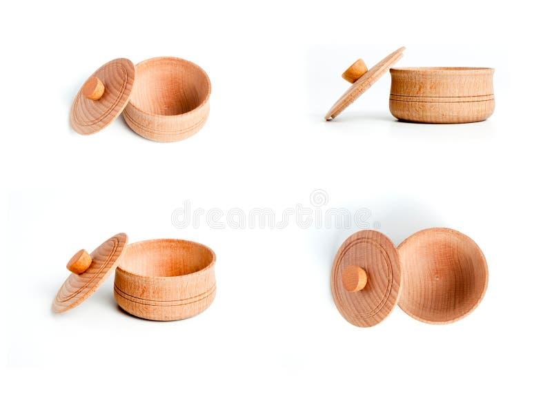 Inzameling van lege houten kom met dekking op witte achtergrond stock foto