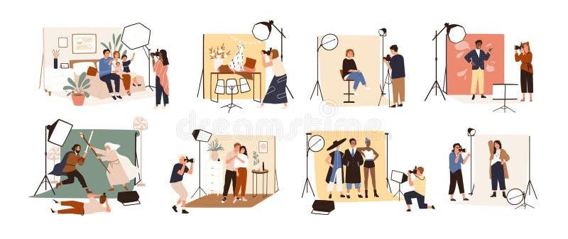 Inzameling van mannelijke en vrouwelijke fotografen die bij fotografische studio werken en diverse modellen fotograferen tijdens  vector illustratie