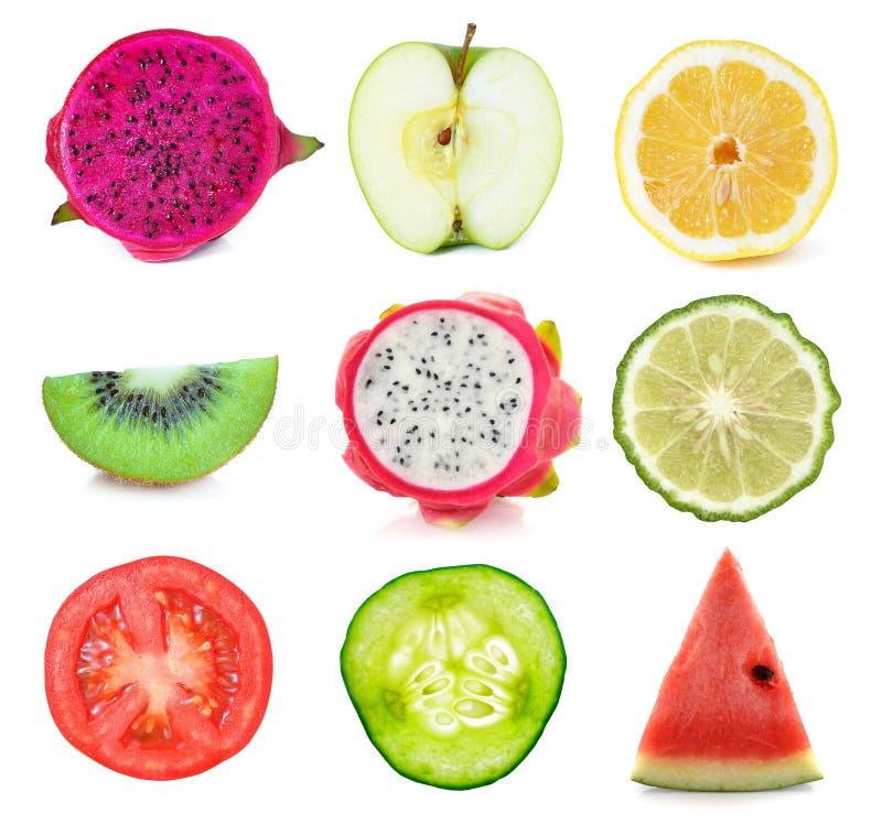 Inzameling van vers fruit en plantaardige plakken stock afbeelding