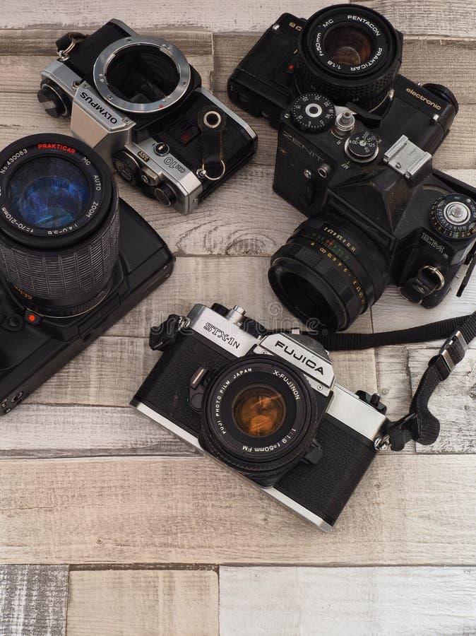 Inzameling van vijf oude 35mm SLR camera's royalty-vrije stock afbeeldingen
