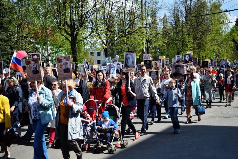 Iochkar-Ola, Russie - 9 mai 2016 Défilé d'un régiment immortel photos libres de droits