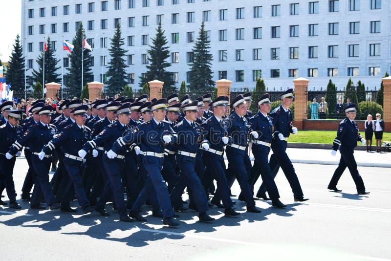 Iochkar-Ola, Russie - 9 mai 2016 Victory Parade Les soldats démontrent leur promptitude pour défendre leur patrie photos stock