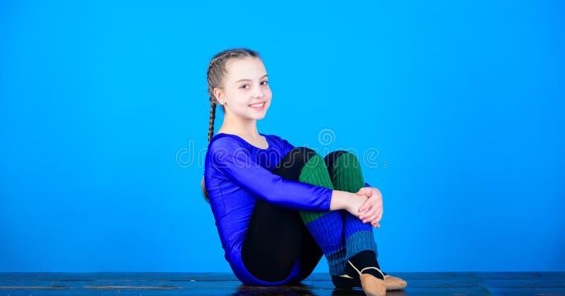 A ioga dá a energia Dieta da aptidão Energia Esporte e saúde Exercício do gym da acrobacia da menina adolescente gymnastics Crian foto de stock royalty free