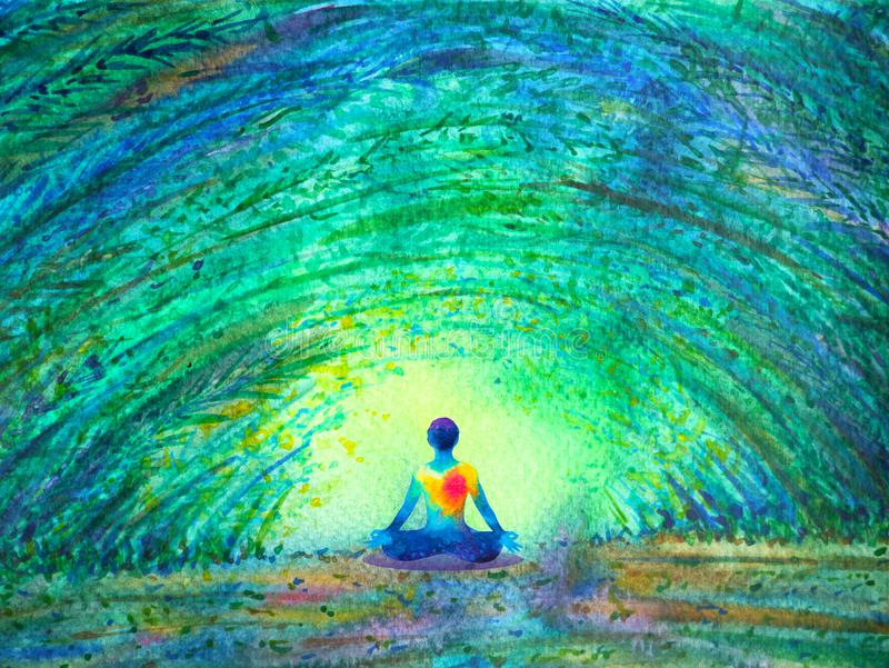 Ioga humana da pose dos lótus da cor de Chakra no túnel verde da floresta da árvore ilustração royalty free