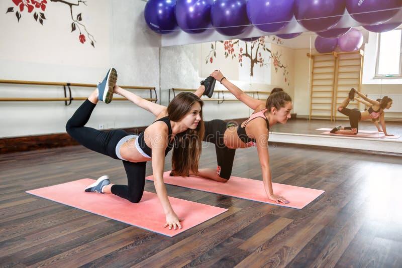 Ioga no gym imagens de stock royalty free
