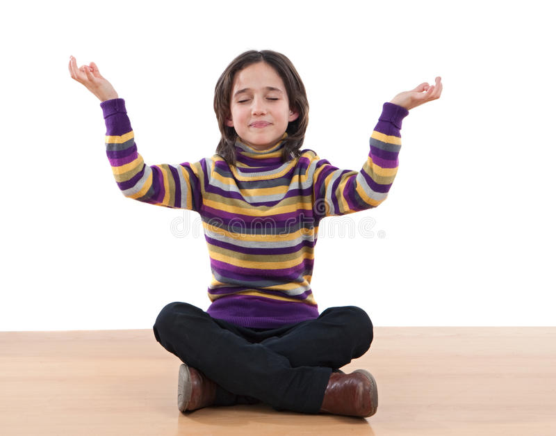 Ioga praticando da menina consideravelmente relaxed foto de stock royalty free