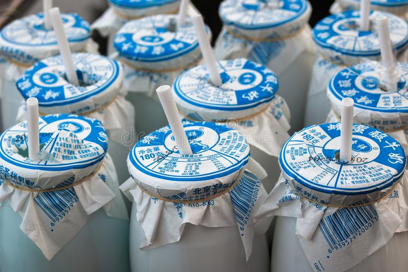 Iogurte chinês no quadrado do parque olímpico da capital do Pequim de China imagem de stock royalty free