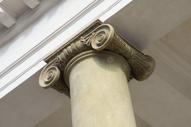 Ionische kolom stock afbeeldingen