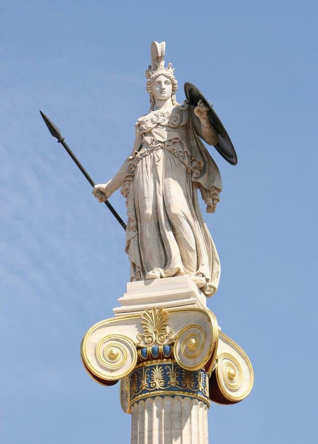 Ionische kolom met een standbeeld van Athena stock foto's