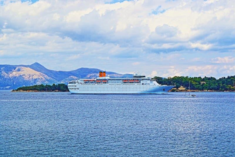 Ionische van het Overzeese het eilandkust Griekenland van Korfu cruiseschip stock foto's