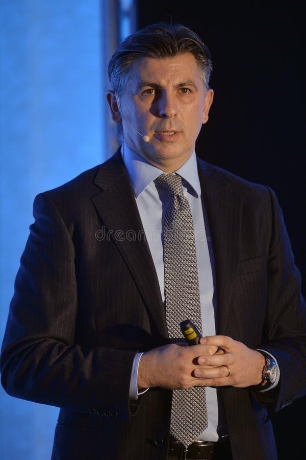 Ionut Lupescu lanserar hans kandidatur för presidentsämbete för Rumänien fotbollfederation royaltyfri fotografi