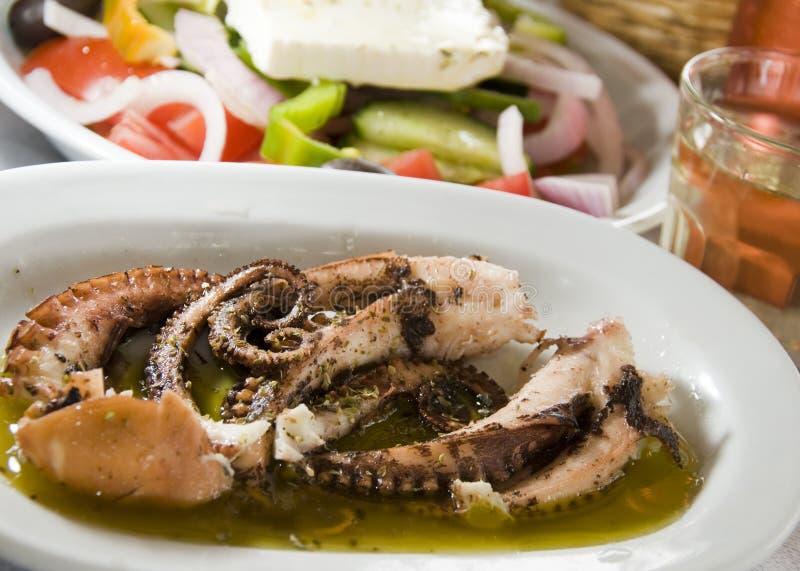 IOS griego adobado de las islas de la ensalada griega del pulpo foto de archivo libre de regalías