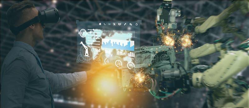 Iot-Industrie 4 0 Konzept, Wirtschaftsingenieur, der die Software vergrößert, virtuelle Realität in der Tablette zur Überwachung  stockbild