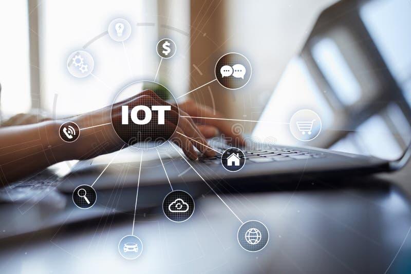 IOT Internet av tingbegreppet Multichannel online-kommunikationsnätverk digitala 4 0 teknologi royaltyfri fotografi