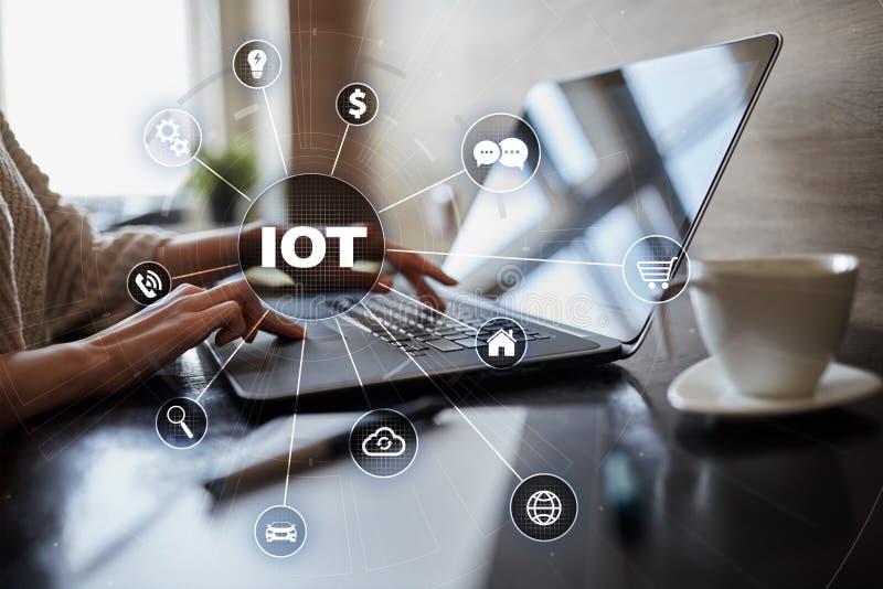 IOT Internet av tingbegreppet Multichannel online-kommunikationsnätverk digitala 4 0 teknologi arkivbild