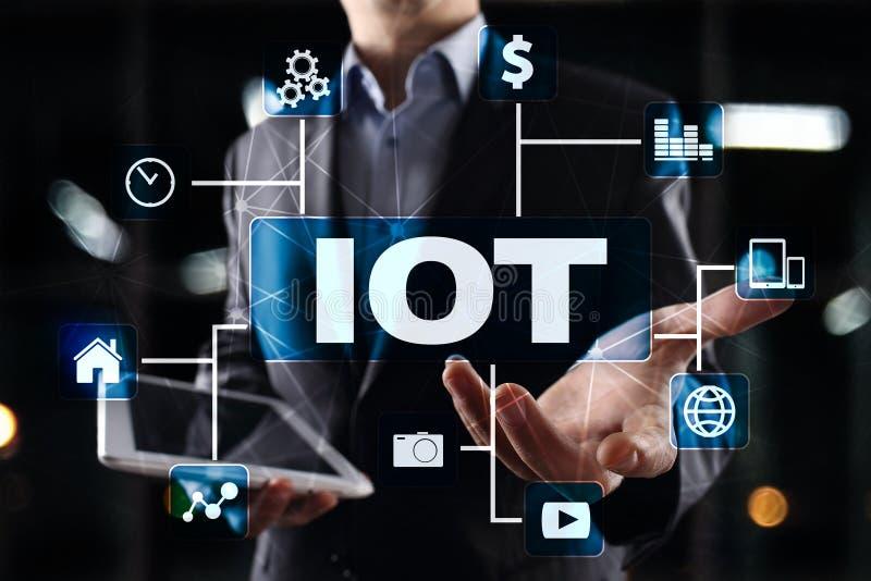 IOT Internet de concept de chose Le réseau de transmission en ligne multicanal 4 numériques 0 Internet de technologie images libres de droits
