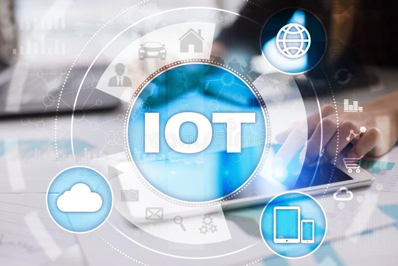 IOT Internet do conceito da coisa Rede de comunicação em linha Multichannel 4 0 aplicações do rádio do Internet da tecnologia imagem de stock royalty free