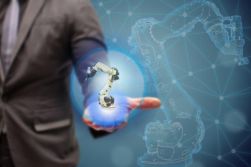 Iot slimme fabriek, de industrie 4 het 0 technologieconcept, Ingenieur toont 3d robot op de achtergrond van de automatiseringsfab royalty-vrije stock foto
