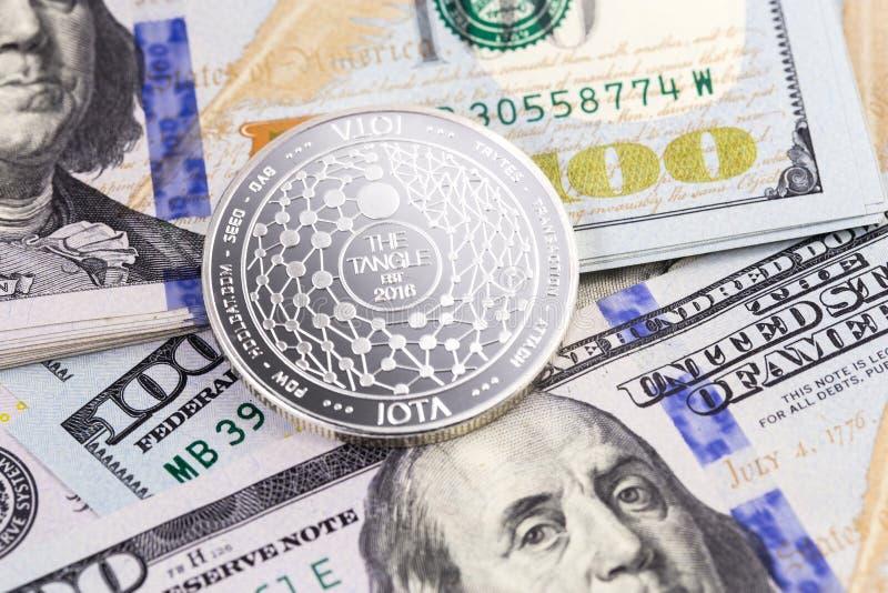 Iota硬币cryptocurrency和美元 免版税库存照片