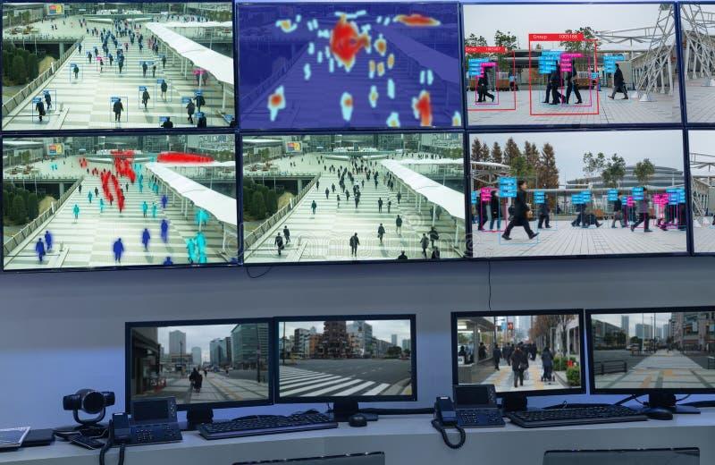 Iotmachine die met mens en objecten erkenning leren die kunstmatige intelligentie aan metingen, analitisch en identiek c gebruikt royalty-vrije stock afbeeldingen