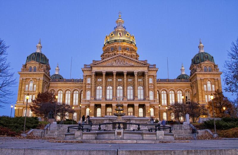Iowa statlig Capitolbyggnad på sundownen arkivbild