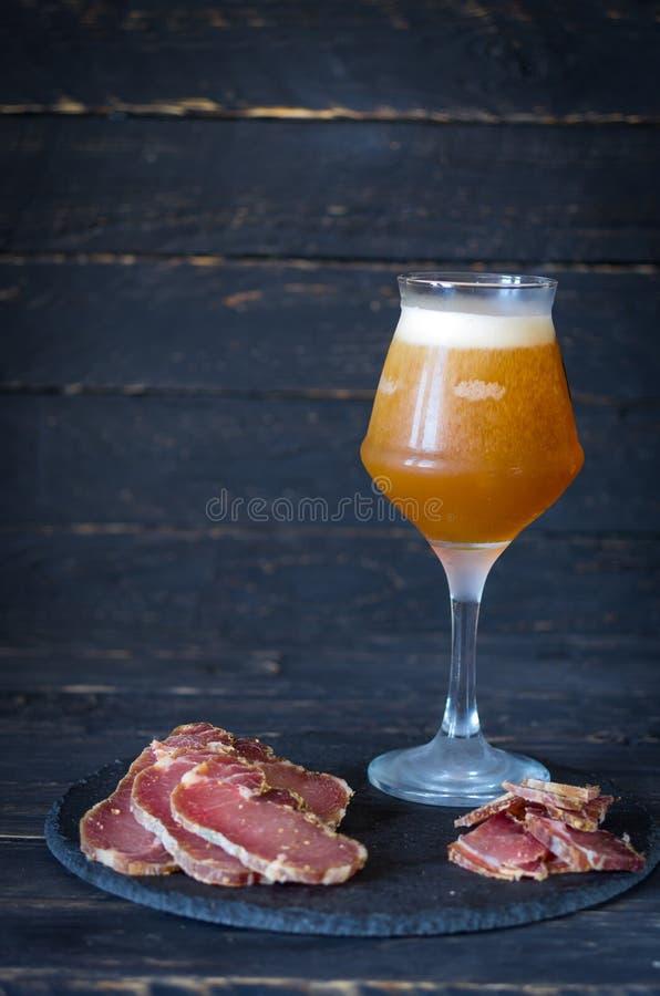 Ipa-Bier in einem Glas Frisches kaltes Bier lizenzfreie stockfotografie