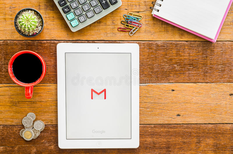 IPad 4 ανοικτή εφαρμογή Google Gmail στοκ φωτογραφίες με δικαίωμα ελεύθερης χρήσης