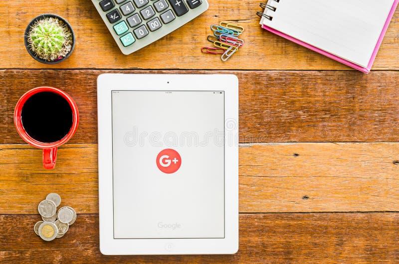 IPad 4 ανοικτό google συν την εφαρμογή στοκ εικόνα με δικαίωμα ελεύθερης χρήσης