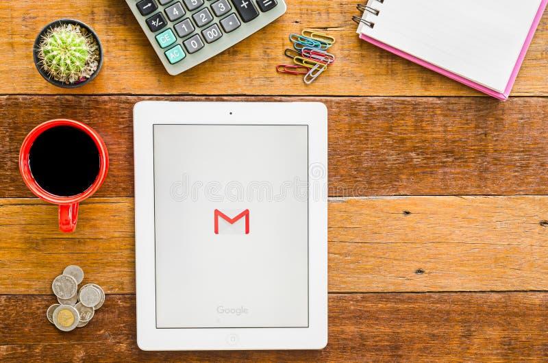IPad 4开放谷歌Gmail应用 免版税库存照片