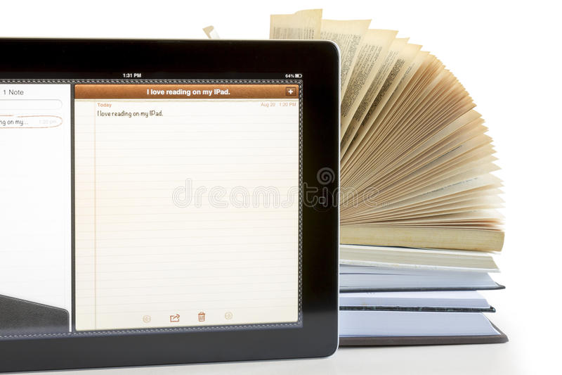 Ipad 3 e libri fotografia stock libera da diritti