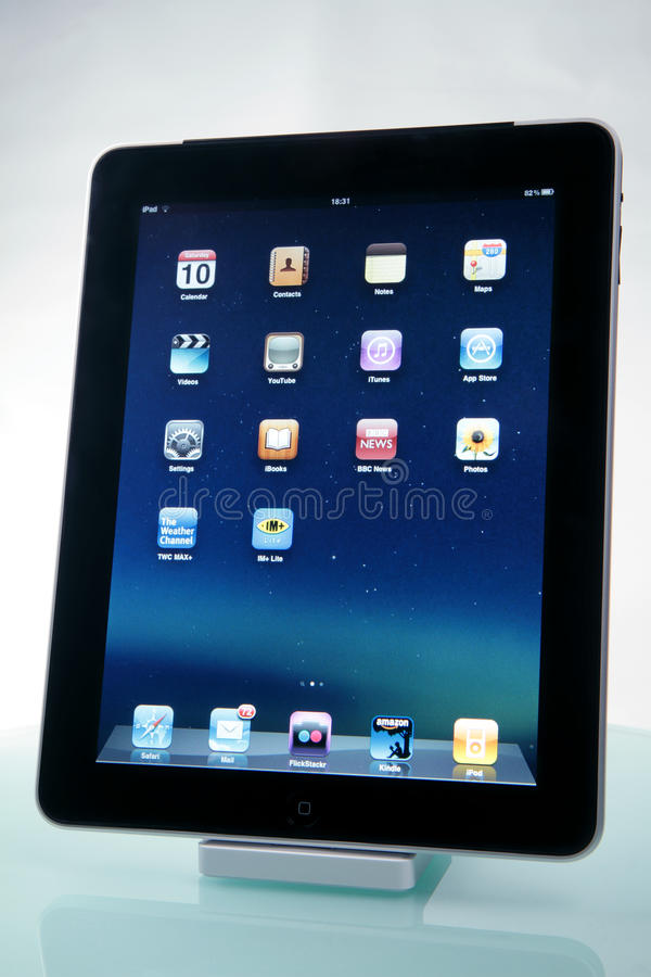 iPad d'Apple sur un dock images stock