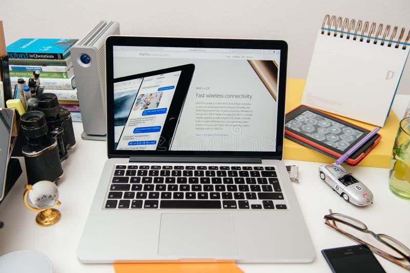 IPad d'ordinateurs Apple nouvel pro, iPhone 6s, 6s plus et Apple TV photographie stock