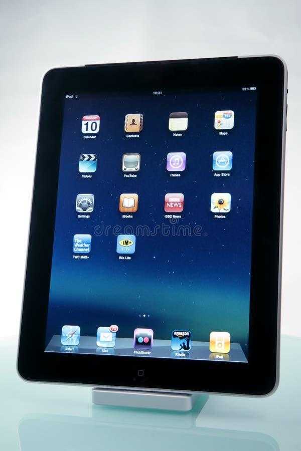 iPad de Apple en un muelle imagenes de archivo