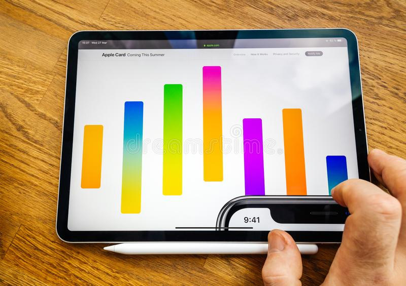 Ipad gráfico do diagrama pro com cartão de Apple fotografia de stock