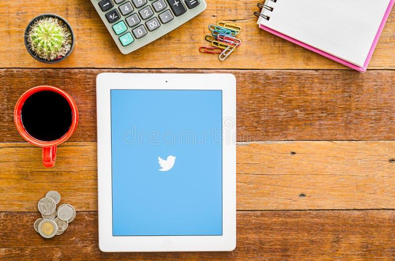 IPad 4 opent Twitter-toepassing stock foto