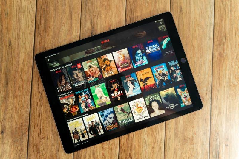 IPad Pro12 9种苹果片剂新产品使用Netflix,Netflix的是放出电影和电视剧一位全球性提供者  库存图片